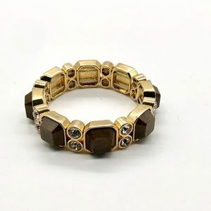 Stretch Bracelet in Gold Tone and Wooden Decor